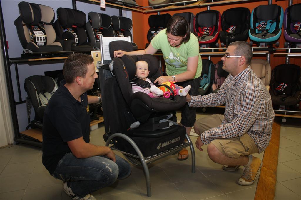 tégel bababolt babaáruház besafe izi gyerekülés biztonsági gyermekülés